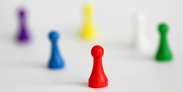 6 game pawns in different basic colors